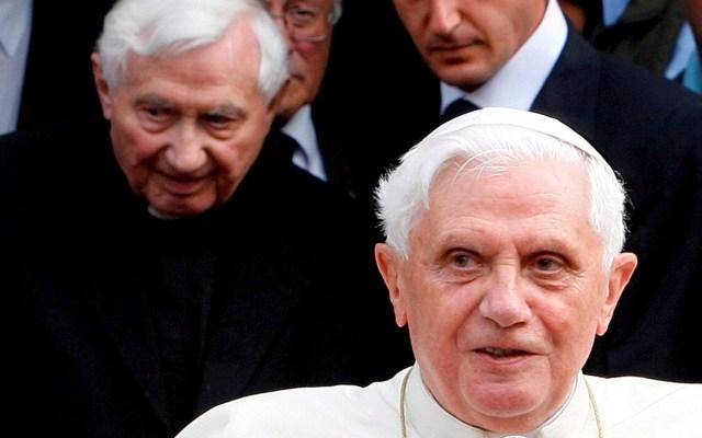 """Salud de Benedicto XVI no es """"particularmente preocupante"""", afirma el Vaticano - Foto de EFE/EPA/ANDREA SOLERO."""