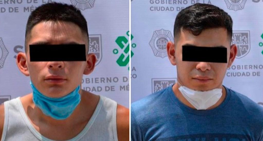 Detienen a dos hombres presuntamente implicados en diversos robos a transeúntes y casas - Jóvenes detenidos en la alcaldía Miguel Hidalgo