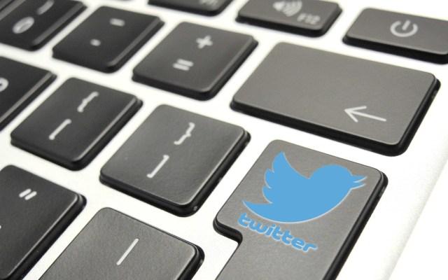 Hackers descargaron información personal de al menos ocho usuarios de Twitter - Logo de Twitter en teclado de computadora. Foto de EFE