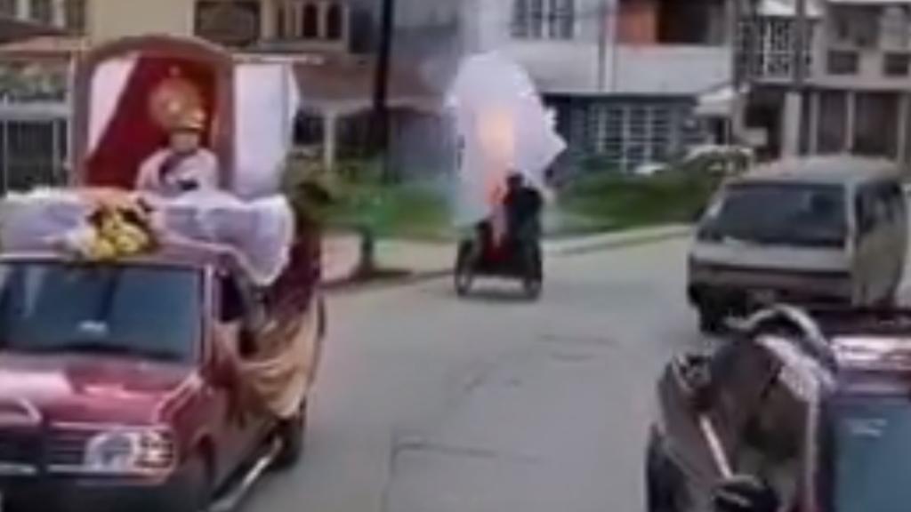 [Video] Explota triciclo lleno de pirotecnia en Tabasco; hay un muerto