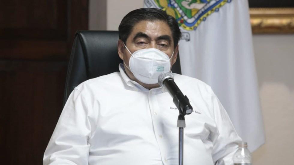 Firma Barbosa decreto para frenar regreso de industrias automotriz y de la construcción en Puebla - Foto de @MBarbosaMX