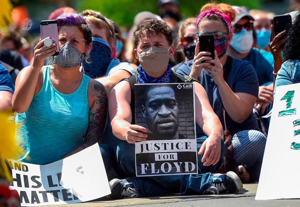 Autopsia independiente revela que George Floyd murió por asfixia - Foto de EFE