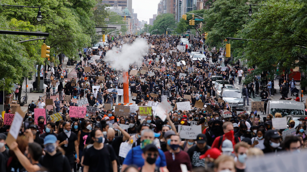 Nueva York aplaude protestas pacíficas, aunque piden salir lo justo hasta reapertura - Foto de EFE