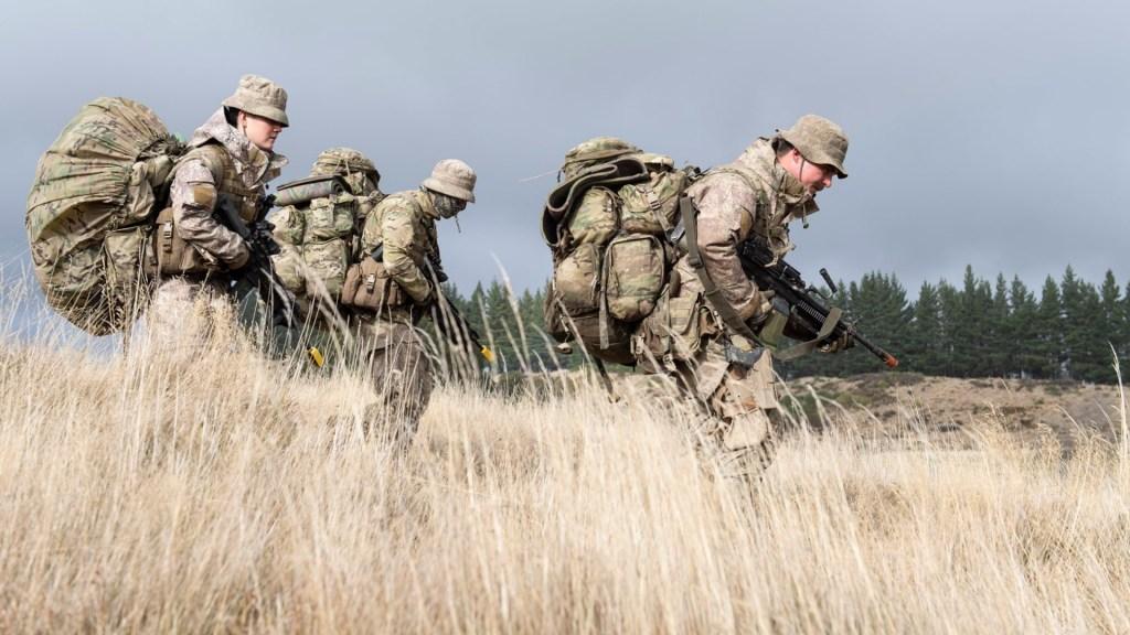 Militares vigilarán fronteras en Nueva Zelanda tras error en control del COVID-19 - Nueva Zelanda militares soldados