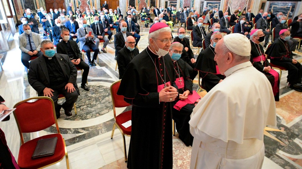 """Papa Francisco elogia labor de personal médico; los llama """"ángeles"""" - papa Francisco coronavirus COVID-19"""