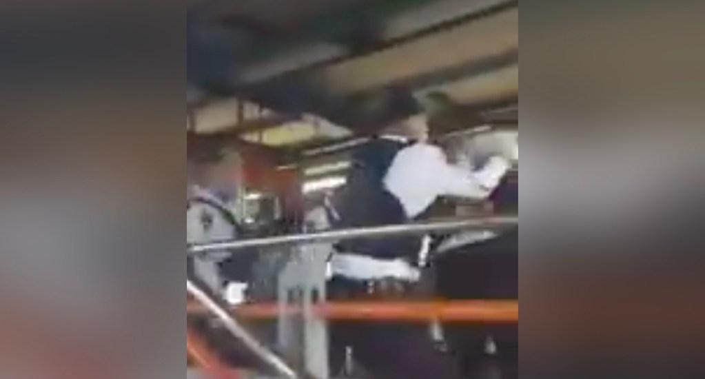 #Video Pelea campal entre policías y usuarios en estado de ebriedad en Metro Constitución de 1917 - Pelea en Metro Constitución de 1917
