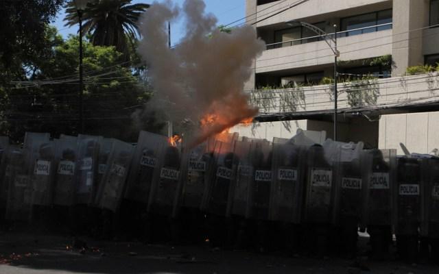 Policía demostró valor y profesionalismo ante delincuentes, declara Landau sobre ataque a Embajada de EE.UU. - policía ataque embajada