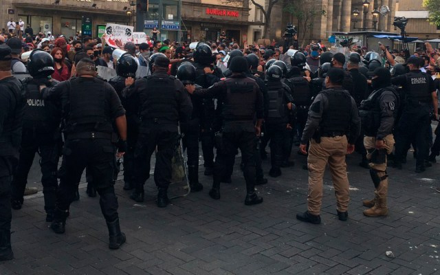 Suspenden a 14 policías por 'faltas' durante protestas por muerte de Giovanni López - policía jalisco Ixtlahuacán Giovanni López