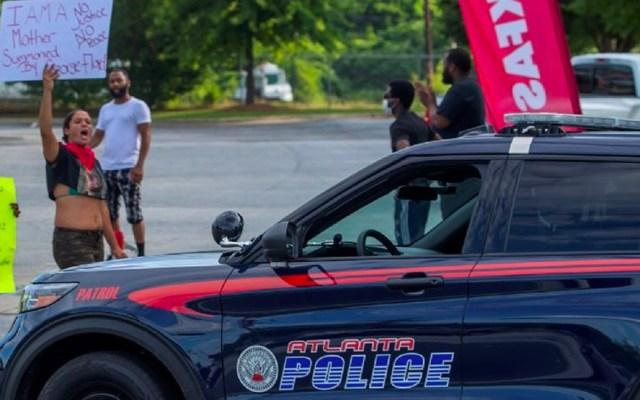 Renuncia jefa de policía de Atlanta tras nuevo asesinato de hombre a manos de policías - Protesta contra policías en Atlanta
