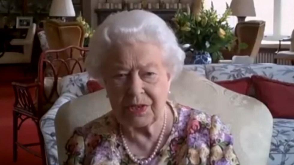 #Video Reina Isabel II hace su primer videollamada pública - Reina Isabel II en videollamada. Captura de pantalla