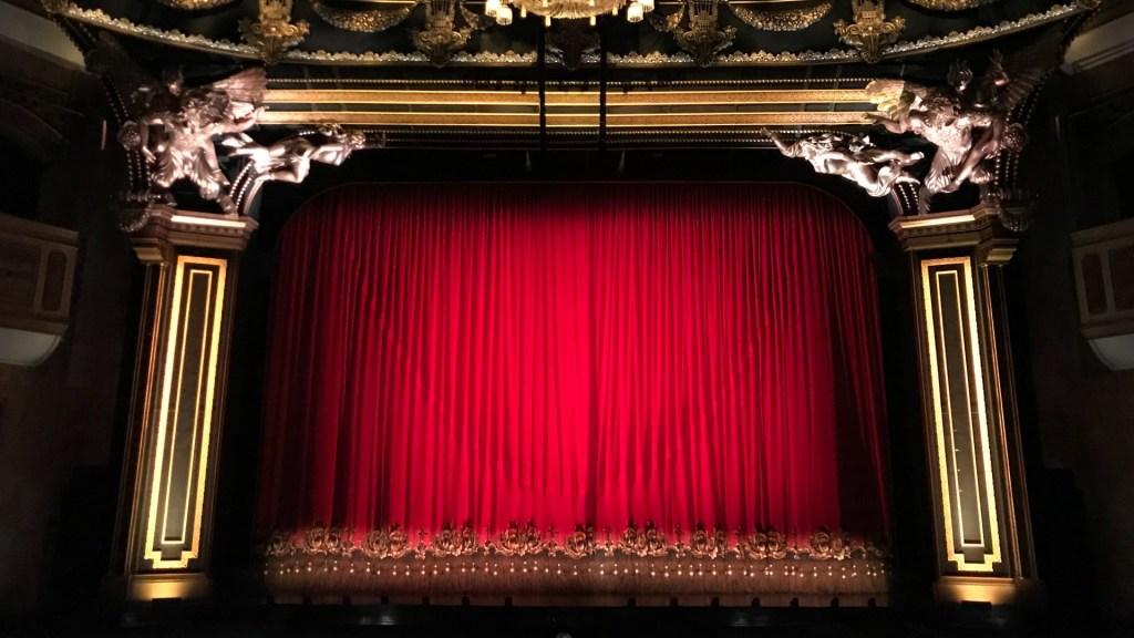 """""""No estamos pidiendo dinero, estamos pidiendo que nos dejen trabajar"""": Alex Gou sobre reapertura de teatros en Ciudad de México - Teatro escenario ópera"""