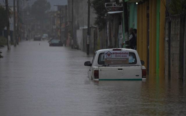 Emiten Declaratoria de Emergencia en tres estados por Tormenta Tropical Cristóbal - Vista de una camioneta en una avenida inundada en Villahermosa, Tabasco, por el paso de la Tormenta Tropical Cristóbal. Foto de EFE/ Jaime Avalos.