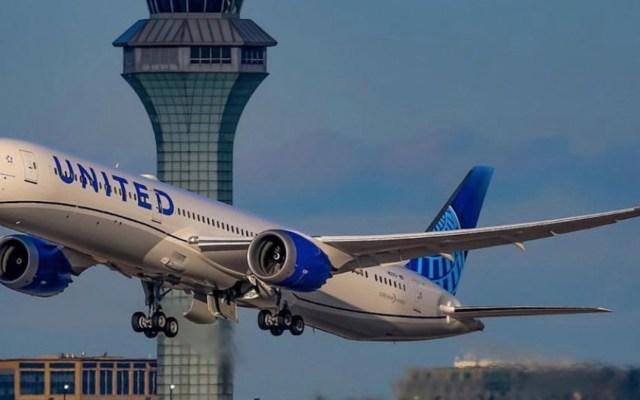 Aerolíneas sancionarán a pasajeros que no usen cubrebocas en EE.UU. - Foto de @fly2ohare