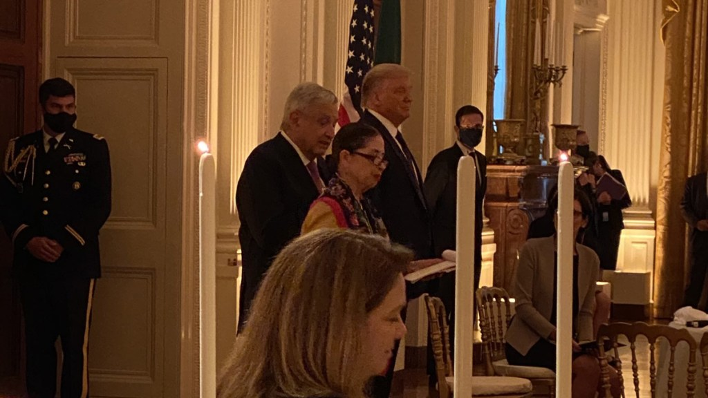 Donald Trump ofrece cena a López Obrador - AMLO en cena con Trump. Foto de @PatyArmendariz
