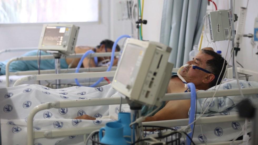 """Cifra de muertes por COVID-19 en México es """"inusual, sin antecedente previo"""", reconoce López-Gatell - Área de terapia intensiva por COVID-19 en el Hospital Juárez de la Ciudad de México. Foto de EFE"""