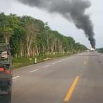 Aseguran jet en carretera de Quintana Roo; tripulantes la habrían incendiado para escapar