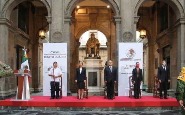 AMLO encabeza ceremonia por el 148 aniversario de la muerte de Benito Juárez en Palacio Nacional - Foto de Gobierno de México