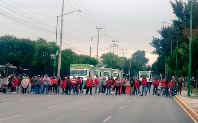 Bloquean avenida Guelatao en Iztapalapa por falta de luz; protestan sin sana distancia - bloqueo iztapalapa