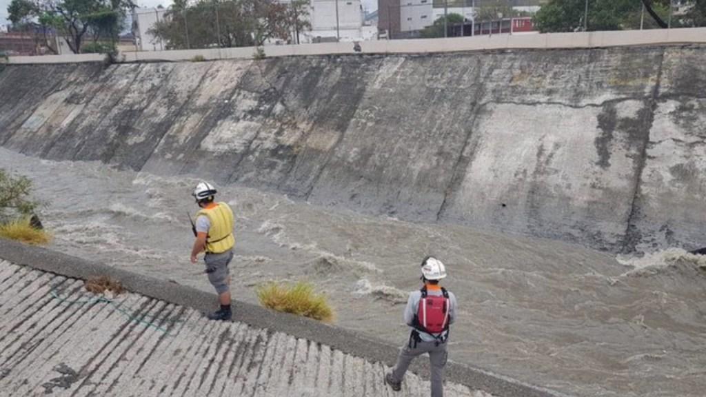 Continúa la búsqueda de Francisco Macareno, quien fue arrastrado por corriente de inundaciones en Monterrey - Foto de @rayelizalder