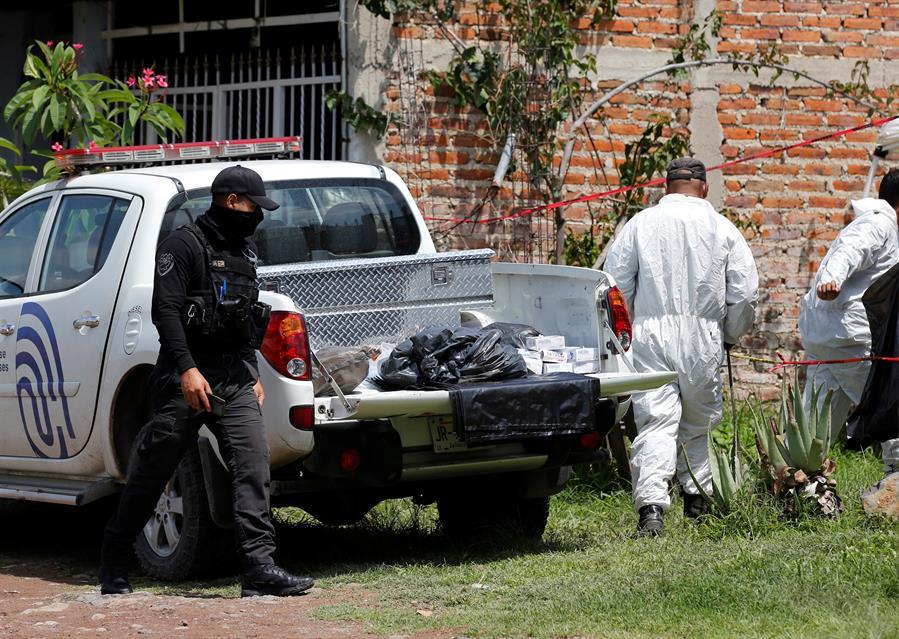 Encuentran 23 cuerpos en una fosa clandestina en El Salto, Jalisco - Foto de EFE.