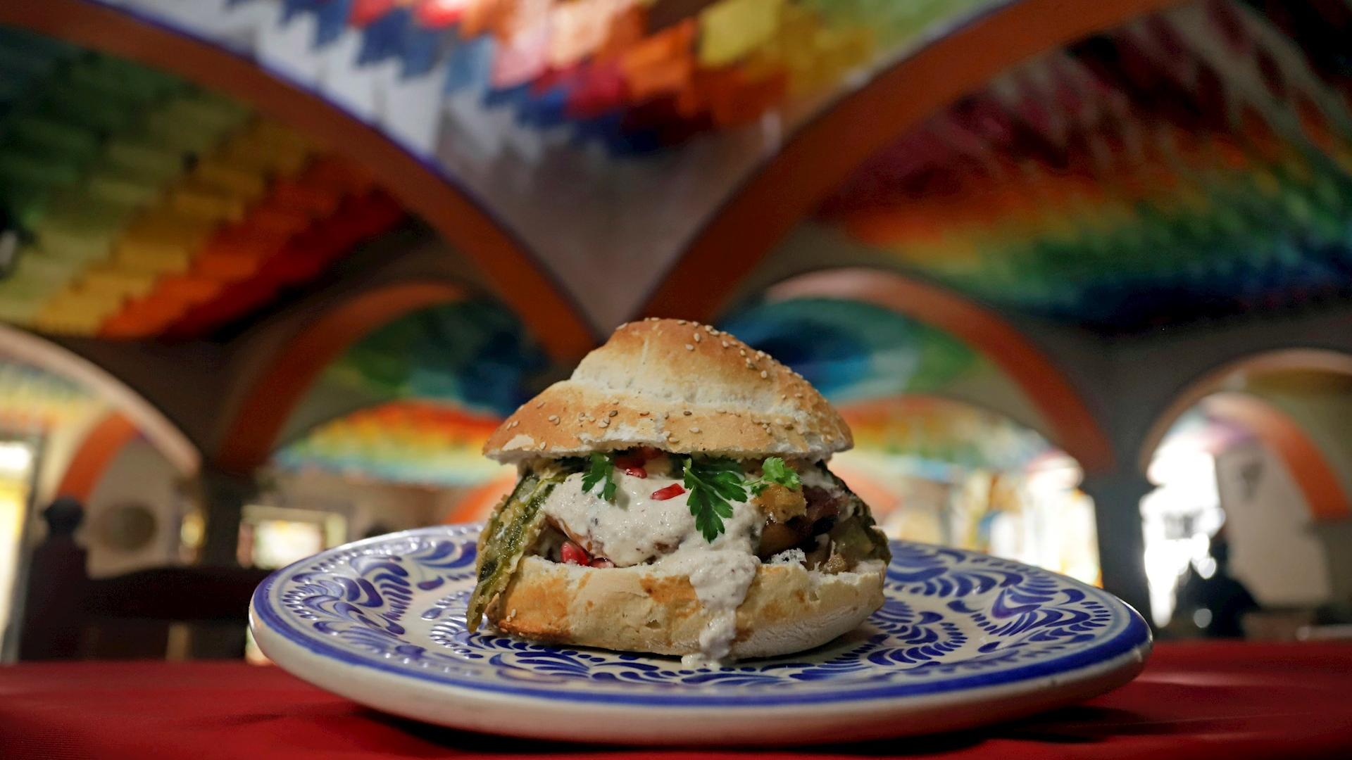 Chiles en nogada hamburguesa Puebla 2