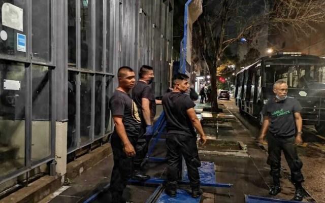 Colocan vallas metálicas en edificios del Centro Histórico por marcha feminista - Foto de Jorge Becerril