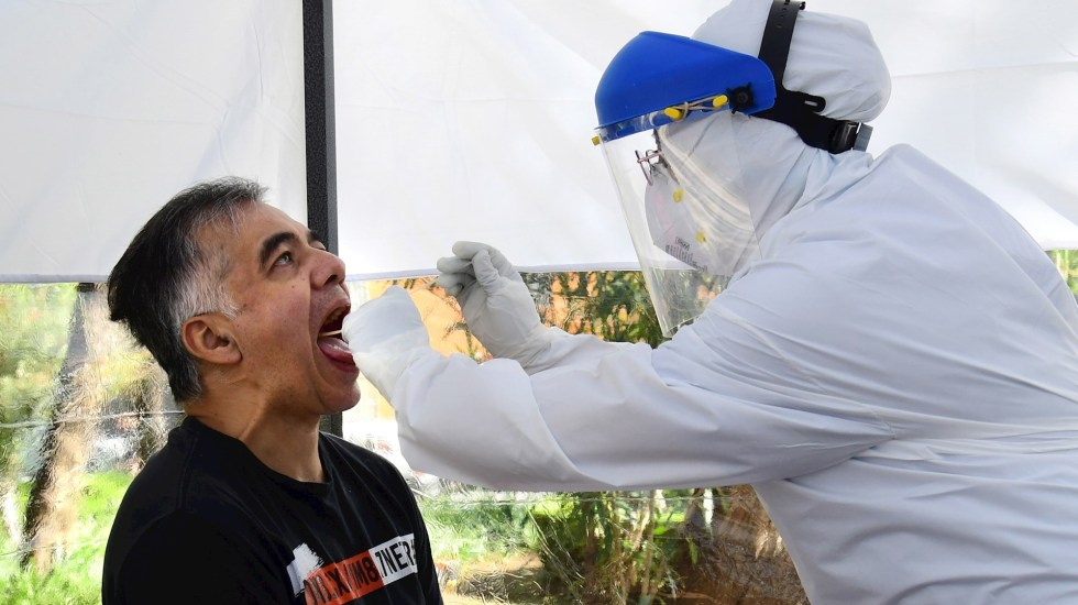 México registró el lunes 5 mil 370 casos nuevos de COVID-19 y 396 muertos - COVID-19 prueba coronavirus pandemia epidemia Ciudad de México