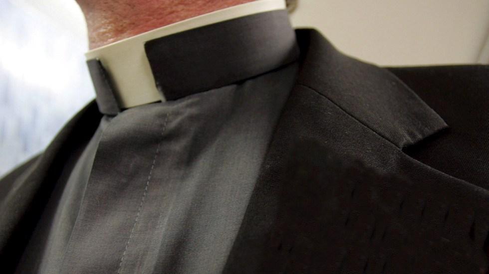 Iglesia católica francesa encubrió 330 mil casos de pederastia en 70 años - Cura sacerdote padre religión Colombia