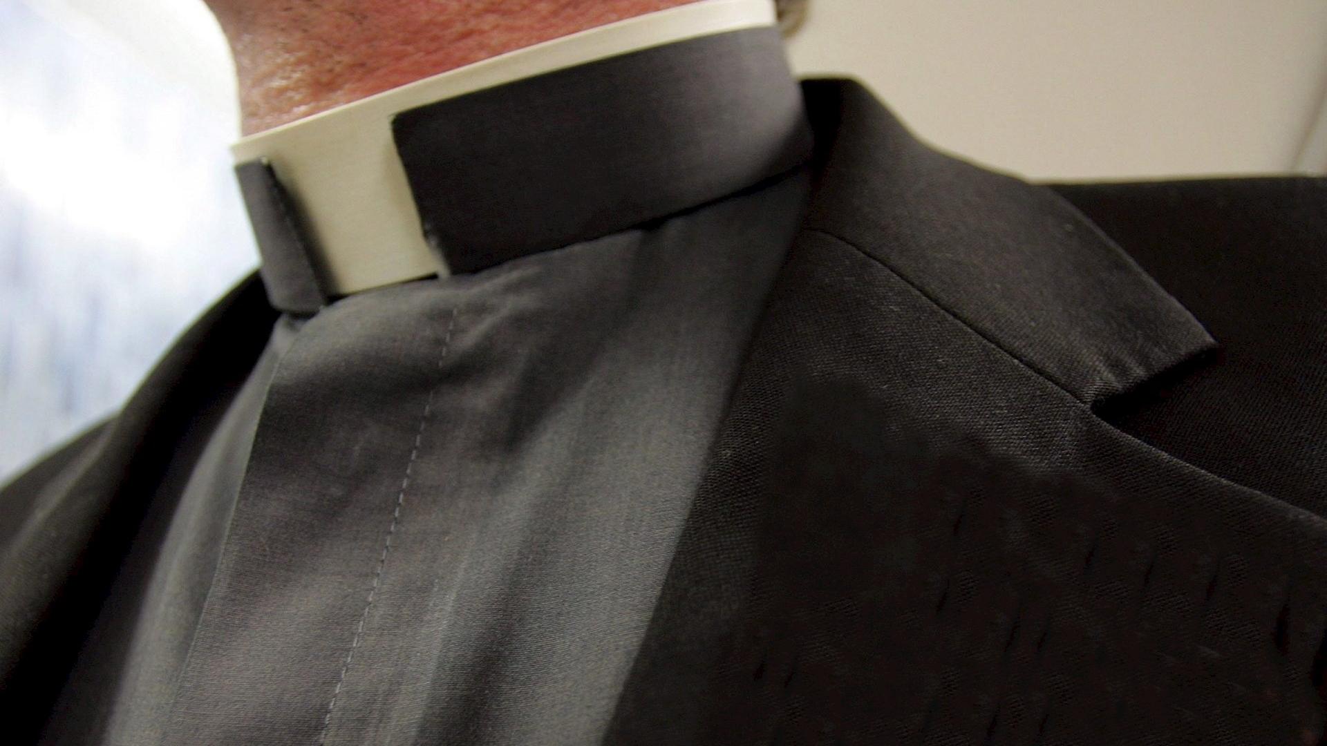 Cura sacerdote padre religión Colombia