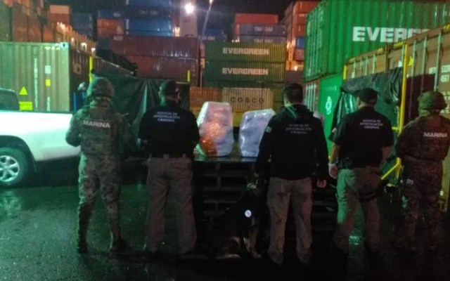 Decomisan 130 kilos de cocaína en aduana de Manzanillo - Decomiso de droga en aduana de Manzanillo. Foto de Excélsior