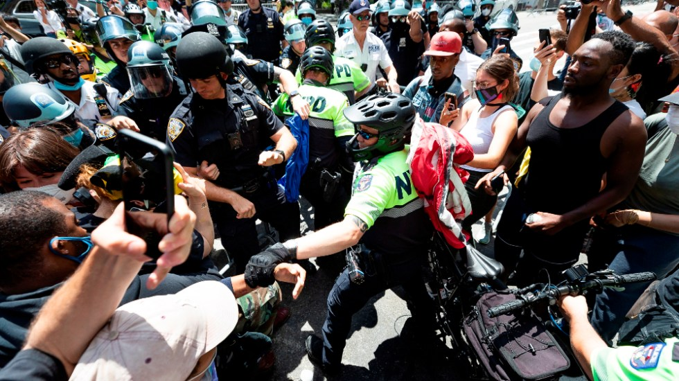 Jefe de Departamento de Policía de Nueva York es herido en nuevos disturbios - Foto de EFE