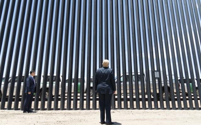 Trump promete 724 km de muro fronterizo con México para fin de año - Donald Trump frente al nuevo muro fronterizo con México en Arizona, Texas. Foto de @realDonaldTrump