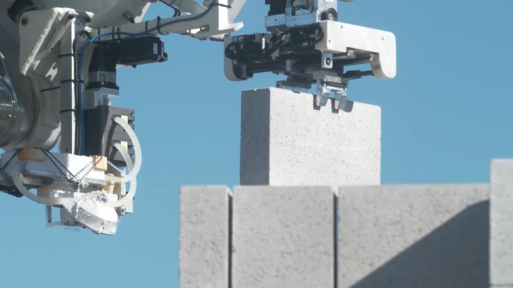 #Video Robot construye estructura de casa en menos de cuatro jornadas - Hadrian X FastBrick Robotics robot construcción