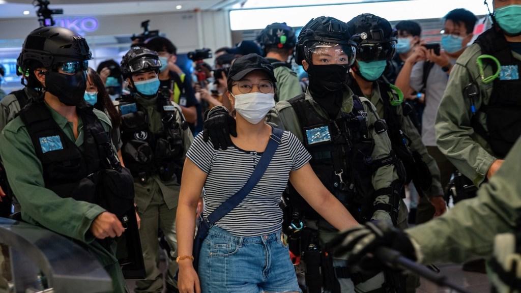 Facebook, Twitter y Google dejarán de colaborar con la Policía de Hong Kong - Foto de EFE