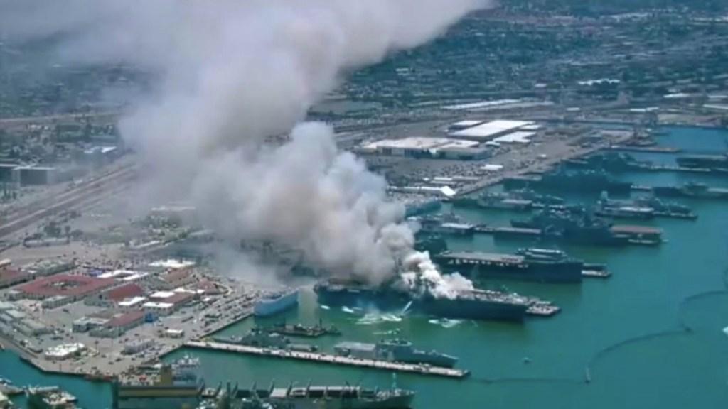 #Video Al menos 18 marineros heridos por incendio del buque USS Bonhomme Richard en San Diego - Foto de CBS