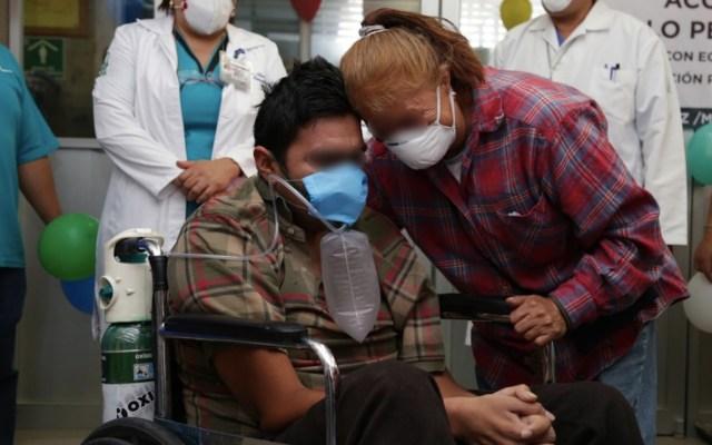 Dan de alta a Jonathan, quien permaneció 22 días intubado en hospital del IMSS por COVID-19 - Foto de IMSS