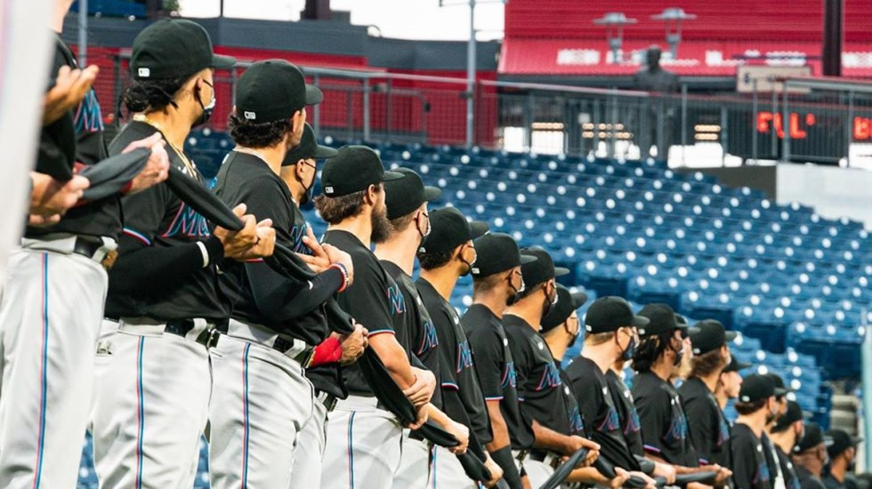 Marlins de Miami elevan a 17 los contagios de COVID-19 - Jugadores de los Marlins de Miami. Foto de @marlins