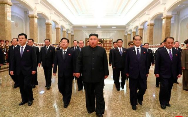 Kim Jong-un reaparece en público para rendir tributo a su abuelo - Kim Jong-un