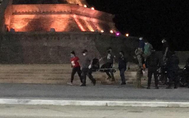 Abandonan restos humanos junto a pirámide de Quetzalcóatl en Coatzacoalcos - Levantamiento de bolsas con restos humanos sobre el Malecón Costero de Coatzacoalcos. Foto de @televertv