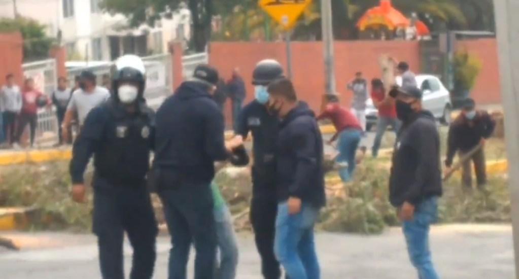 #Video Vecinos de Lomas de Atizapán enfrentan a policías por construcción de puente - Lomas de Atizapán vecinos tala de árboles