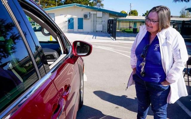 En cuarentena más de 40 directores de escuelas de California tras asistir a reunión - Lori Roger, directora de la escuela primaria Laurelwood, California