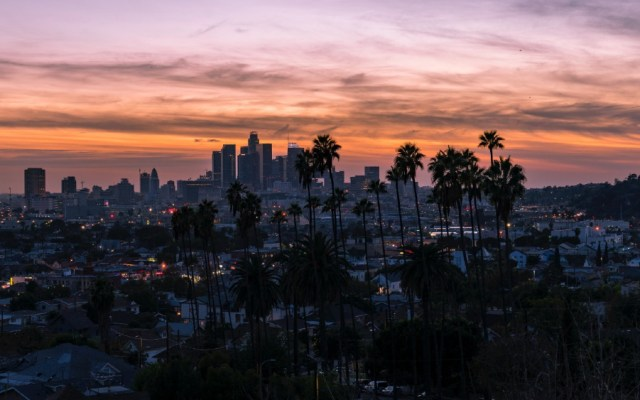 Los Ángeles supera los 150 mil casos positivos de COVID-19
