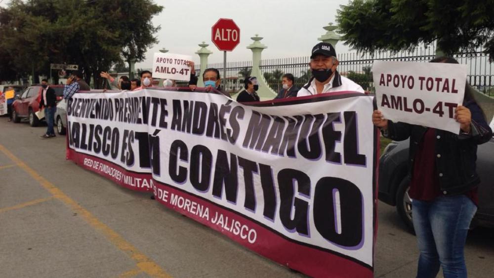 Manifestaciones a favor y en contra de AMLO en Zapopan, Jalisco - Foto de Quadratín