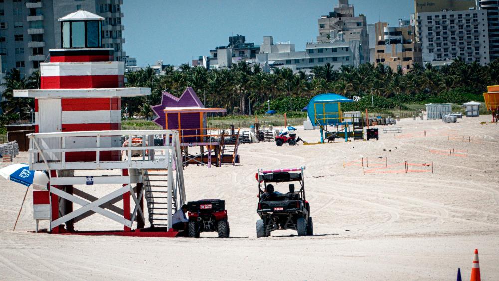 Florida celebra la Independencia con restricciones y nuevo récord de COVID-19 - Foto de EFE