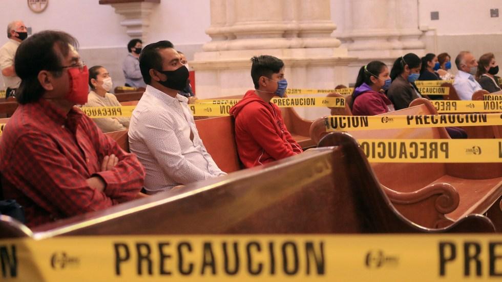 Reanudan misas con fieles en la Ciudad de México - Misa con sana distancia por pandemia de coronavirus. Foto de EFE