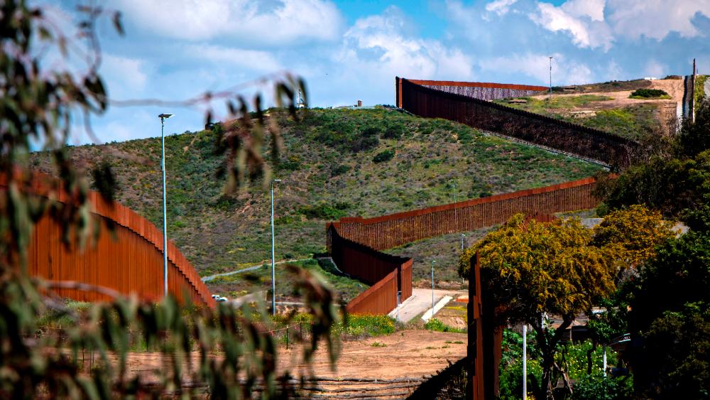Piden en EE.UU. detener el muro tras informe oficial que cuestiona su utilidad - Foto de EFE
