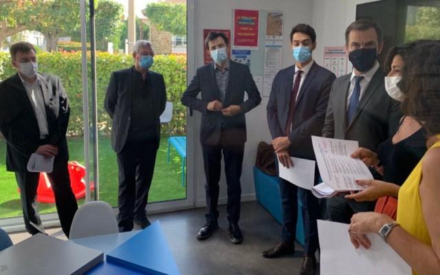Francia enviará mascarillas gratuitas a siete millones de pobres - Foto de @olivierveran