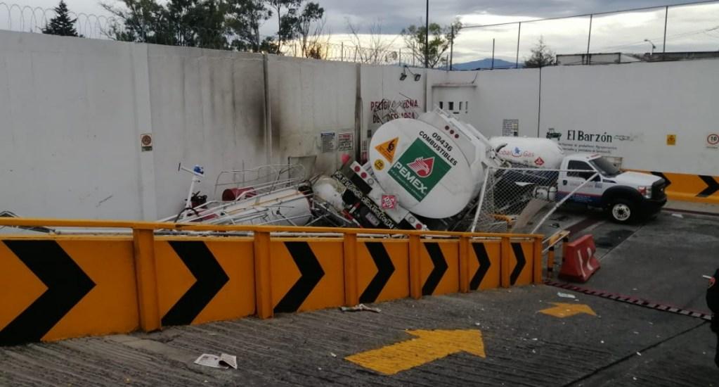 Vuelca pipa de Pemex en la Álvaro Obregón - Pipa gas accidente Álvaro Obregón 3
