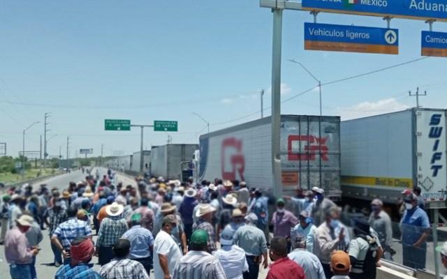 Habitantes mantienen bloqueo en el Puente Internacional Reynosa-Pharr - Reynosa-Pharr manifestantes bloqueo