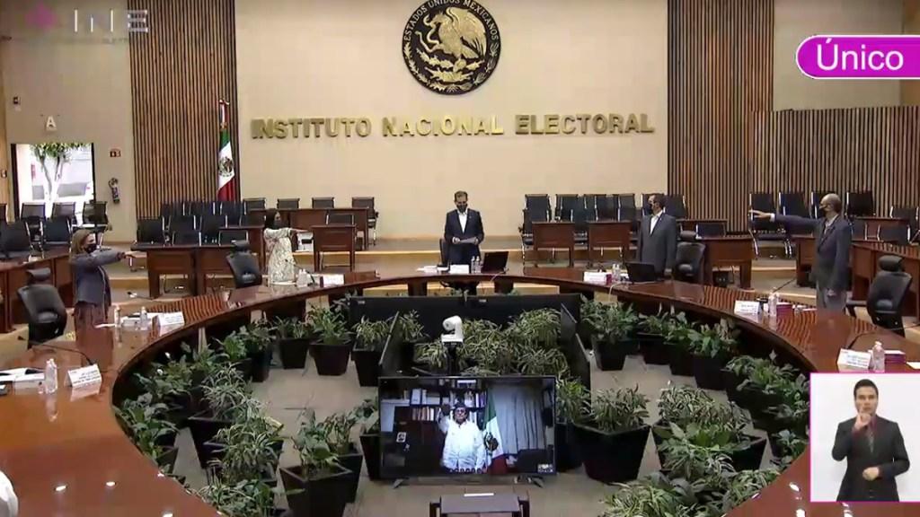 """INE rechaza descalificaciones """"que buscan vulnerar la honorabilidad de consejeros"""" - Toma de protesta de nuevos consejeros del INE. Captura de pantalla"""